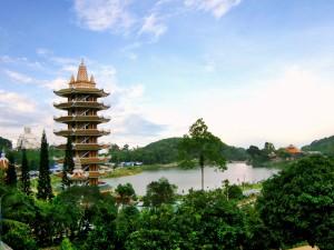 Pagoda y Buda en Thuy Liem (Vietnam)
