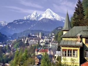 Vista de la ciudad de Berchtesgaden (Alpes de Baviera, Alemania)