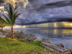 Nubes de tormenta sobre el mar