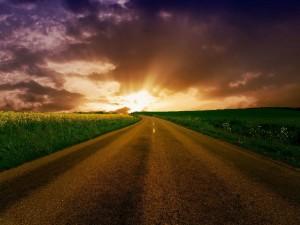 Nubes sobre una carretera