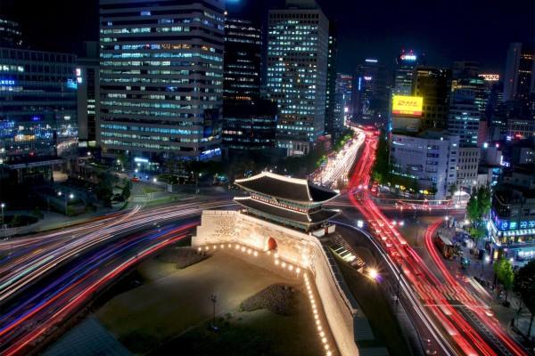 "Vista nocturna de la ""Gran Puerta del Sur"" (Seúl, Corea del Sur)"