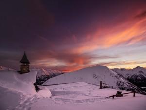 Amanecer en un paisaje invernal