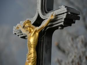 Nieve sobre Jesús crucificado