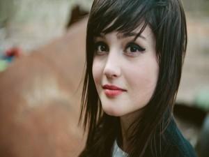 Una chica guapa con flequillo