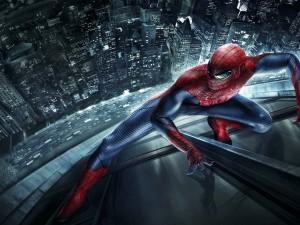 El increíble Spider-Man en un rascacielos