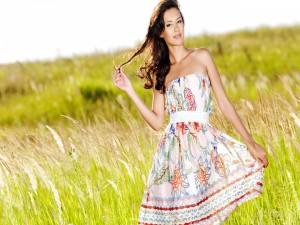 Chica con un vestido veraniego