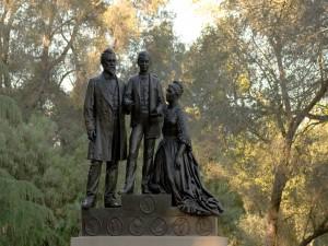 Estatua de la familia Stanford