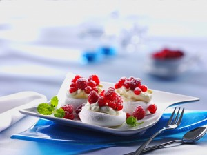 Merengues con frutos rojos
