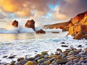 Oleaje contra las rocas