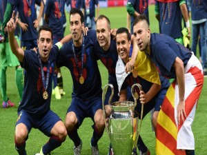 Xabi, Iniesta, Pedrito, Busquets y Jordi Alba con la Copa de Europa 2015