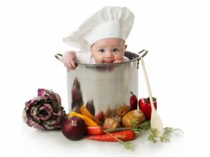 Bebé dentro de una olla