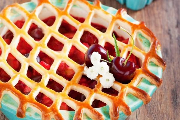 Tarta enrejada de cerezas