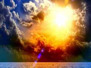 Un deslumbrante sol sobre el mar