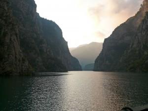Postal: Lago Komani (Albania)