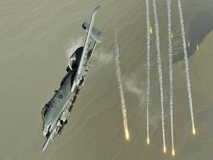 Avión de combate A-10 Thunderbolt II en acción