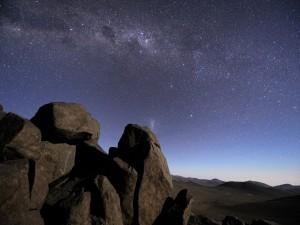 Cielo estrellado sobre el desierto de Atacama