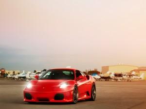Ferrari en un aeropuerto