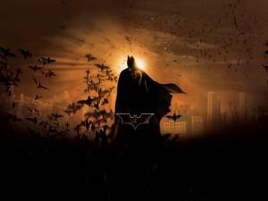 Batman rodeado de murciélagos
