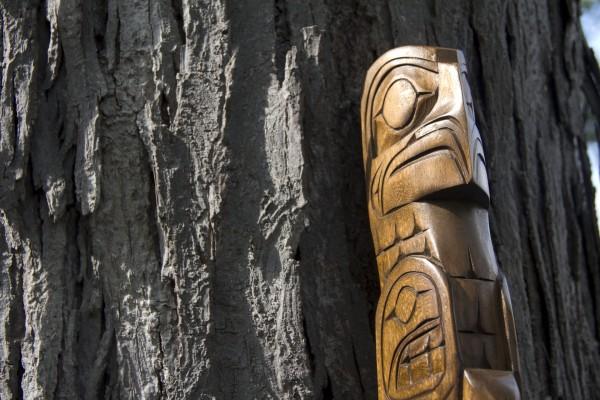 Un tótem tallado en madera