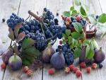 Higos, uvas y frambuesas