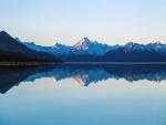 Reflexión del Monte Cook y los picos circundantes en el lago Pukaki