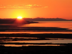 Puesta de sol sobre el Gran Lago Salado