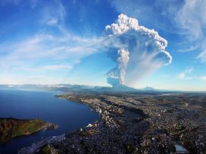 Los primeros momentos de la erupción del volcán Calbuco (Puerto Montt, Chile)