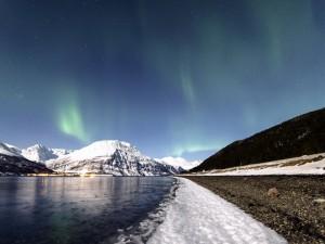 Luces norteñas sobre Lyngenfjord (Noruega)