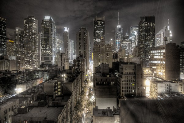 Luces nocturnas en una ciudad