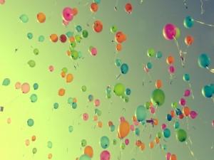 Globos de colores volando