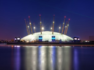 El Millennium Dome iluminado en la noche (Greenwich , Londres)