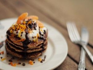 Tortitas con chocolate, nata y mandarina