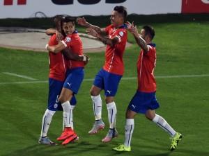 "Abrazo entre los jugadores chilenos tras marcar un gol a Ecuador ""Copa América 2015"""