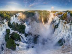 Garganta del Diablo (cataratas del Iguazú, frontera entre Brasil y Argentina)