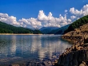 Lago Vidraru, Rumania