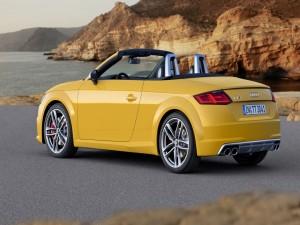 Audi TT Roadster amarillo