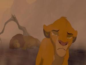 Simba llorando tras la muerte de su padre Mufasa (El Rey León)