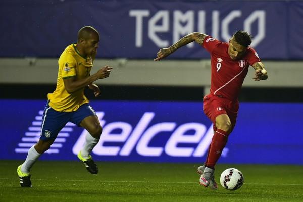 """Brasil gana a Perú (2-1) en el primer partido de la """"Copa América Chile 2015"""""""