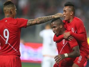 "Jugadores de Perú contentos tras meter un gol a Brasil ""Copa América Chile 2015"""
