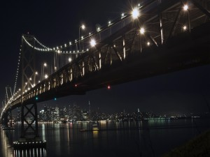 Puente iluminado en Nueva York