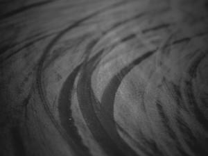Huellas en el asfalto