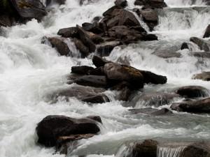 Río rocoso