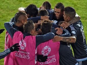 """Abrazo de los jugadores argentinos tras ganar a Uruguay """"Copa América 2015"""""""