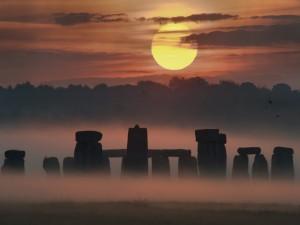 Bonito amanecer en Stonehenge (Wiltshire, Inglaterra)