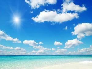 Radiante sol sobre el mar