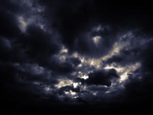 Cielo cubierto de nubes grises