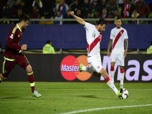 """Gol de Claudio Pizarro (Perú) a Venezuela """"Copa América Chile 2015"""""""