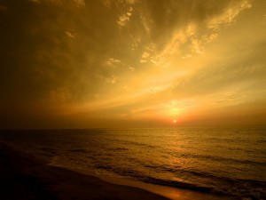 El sol va asomando en el horizonte