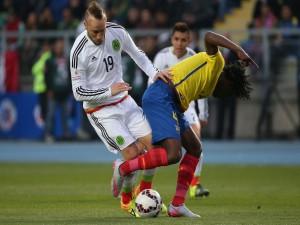 """El jugador mexicano Matías Vuoso en el partido contra Ecuador """"Copa América 2015"""""""