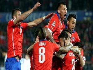 """Abrazo de los jugadores chilenos tras ganar a Bolivia (5-0) """"Copa América 2015"""""""